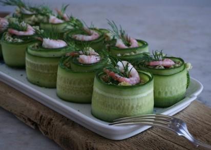 Gröna Räkrullar på ett serveringsfat, goda och enkla att göra